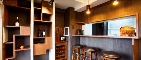 アンティークな家具や小物が冴える<br/>モダンな空間